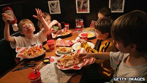 Kids eating in TGI Friday&#039;s