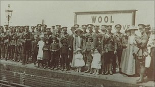 Soldiers leaving Wool station