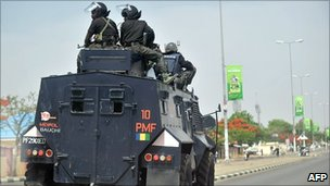 A picture taken on April 18, 2011 shows Nigerian police enforcing a curfew in the capital of Bauchi state, northern Nigeria, after riots