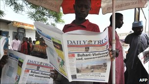 Nigerians read newspapers on 20 April 2011, at a newspapers stand in Kano, northern Nigeria