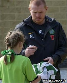 Neil Lennon signs a young Celtic fan's shirt