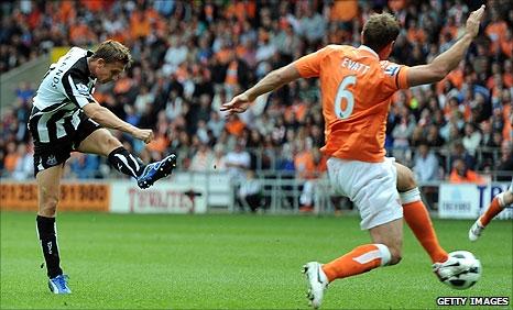 Peter Lovenkrands score Newcastle's goal