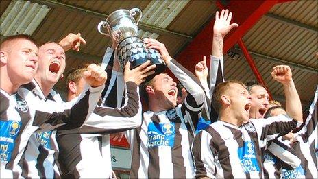 St Martins lift the Upton Park Trophy