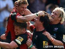 Saracens celebrate David Strettle's try