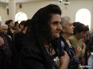 Worshippers at the Easter Sunday service in the Sacred Heart church in Baghdad (24 April 2011)