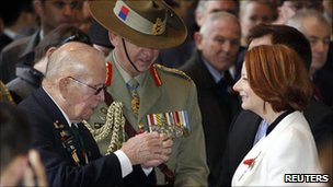 Australian PM Julia Gillard meets veterans at ceremony in Seoul, South Korea