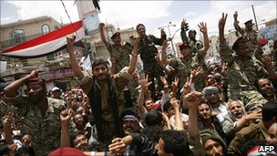 Yemeni soldiers join Sanaa protest