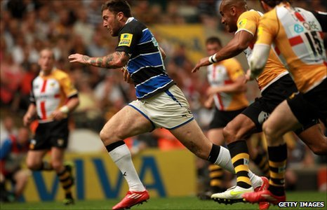 Matt Banahan breaks against Wasps