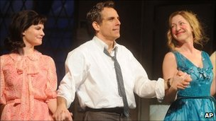 Ben Stiller taking his bows with Jennifer Jason Leigh (l) and Edie Falco (r)