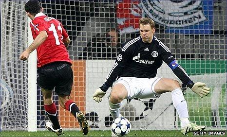 Ryan Giggs scores Man United's opener