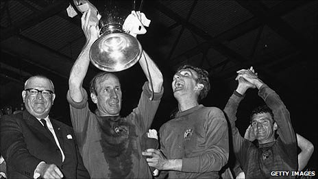 Charlton lifts the European Cup after a 4-1 win over Benfica