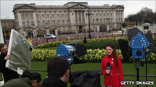 Reporter outside Buckingham Palace