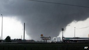 Tornado through Tuscaloosa, Alabama, on 27/4/11