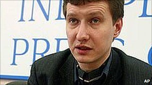 Russian lawyer Stanislav Markelov speaking in Moscow (February 2005)