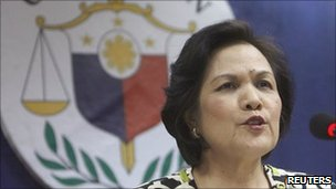 Merceditas Gutierrez at a press conference on 29 April 2011