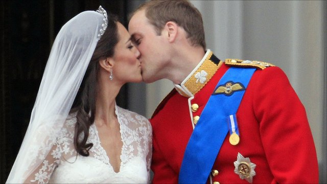 Kate Middleton and Prince William kiss