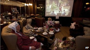 People watch the Royal wedding at the Fairmont Empress Hotel in Victoria, British Columbia