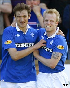 Nikica Jelavic and Steven Naismith celebrate