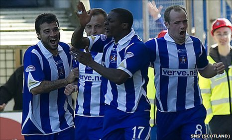 Kilmarnock players celebrate after Kieran Agard scores against Hearts