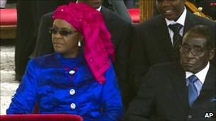 Zimbabwean President Robert Mugabe (R) and his wife Grace at St Peter's Square in the Vatican - 1 May 2011