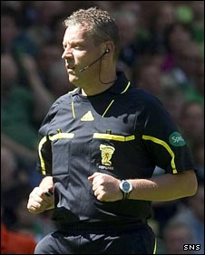 Referee Iain Brines