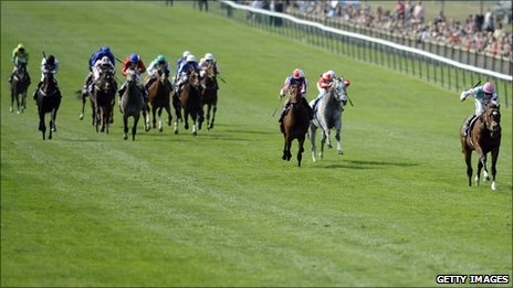 Frankel routs the field in the 2,000 Guineas at Newmarket