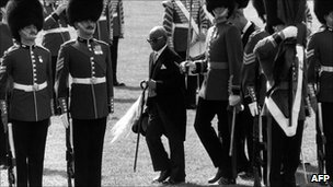 Hastings Banda (C) on a state visit to the UK in 1985
