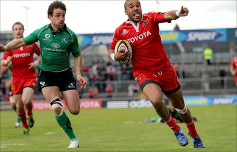 Simon Zebo (right) scores Munster's first-half try