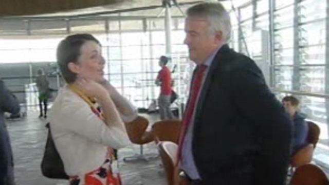 Welsh Lib Dem leader Kirsty Williams and Labour leader Carwyn Jones talk at the Senedd
