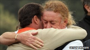 Spanish golfers Jose Maria Olazabal and Miguel Angel Jimenez console each other at the Spanish Open in Barcelona on 7/5/11