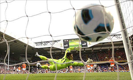 Jermain Defoe scores for Tottenham
