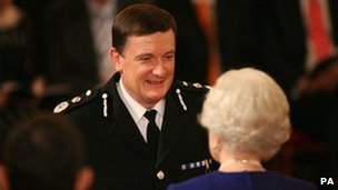 Mr Maxwell receiving the Queen's Police Medal