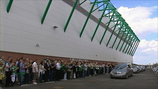 Hibs fans pay tribute to Eddie Turnbull