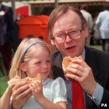 Former agriculture minister John Gummer and his daughter Cordelia eating beef burgers