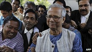 Muhammad Yunus at the Supreme Court 5 May 2011