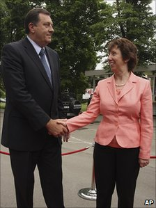 Bosnian Serb leader Milorad Dodik and EU's Baroness Ashton in Banja Luka, 13 May 11