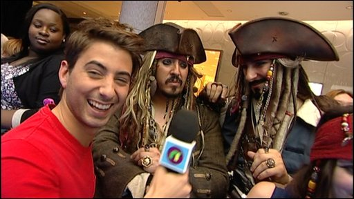 Ricky at the premiere of the fourth Pirates of the Caribbean film with some fans
