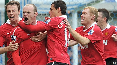 Man Utd striker Wayne Rooney (second left) celebrates with team-mates after scoring his penalty in the 1-1 draw at Blackburn