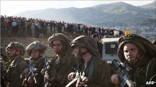 Israeli soldiers on the Golan Heights, 15 May 2011