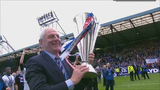 Rangers manager Walter Smith with the Scottish Premier League trophy