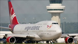 Virgin Atlantic 747 taxiing at Gatwick