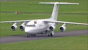 Queen's plane arrives in Dublin