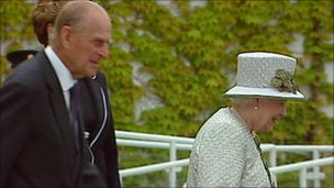 The Queen had changed her outfit for her next engagement after lunch