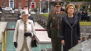 The Queen at the Garden of Remembrance