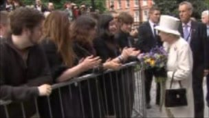 The Queen chats to wellwishers Trinity College