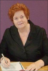 Rosemary Butler yn llofnodi fel Llywydd