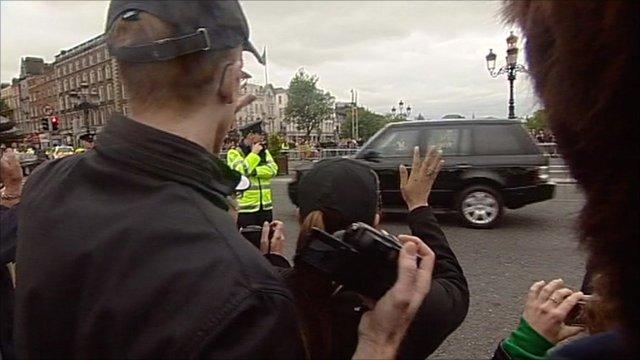 Man waving at Queen