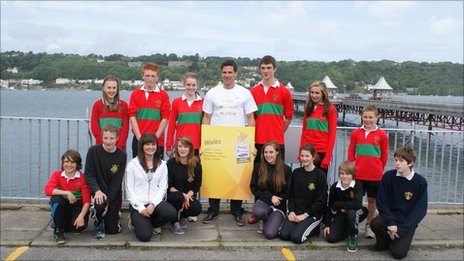 TV presenter Gethin Jones with secondary school pupils from the Bangor area
