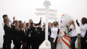 Jonathan Edwards launches the route with schoolchildren at Land's End