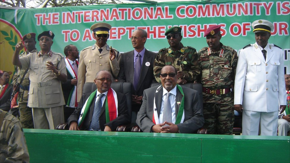 Somaliland President Ahmed Mohamed Silanyo and other officials on Somaliland's independence day, 18 May 2011